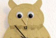 """DIY Eulen-Uhr basteln / #DIY Eulen-Uhr basteln: Eulen liegen voll im Trend – auch als Wohnaccessoires. Mit ein paar Artikeln aus dem Bastelgeschäft und Serviettentechnik gestalten Sie ihre eigene Wanduhr """"Eule"""".  / by Immonet"""