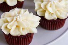   cupcakes   / handheld treats