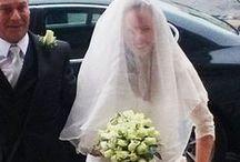 English Wedding / Una giovane sposa si trasforma in una vera principessa nel giorno più importante della sua vita. Claire, prima di entrare in chiesa, alza l'abito con disinvoltura e grazia e la sua camminata sui tacchi verso l'altare è sicura senza alcuna incertezza. Grazie ai miei esercizi per il rilassamento, gli sguardi degli ospiti non la rendono nervosa. Claire ricorda perfettamente i miei consigli, è sempre sorridente e naturale e la sua grandissima gioia traspare in ogni scatto.