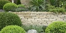 Garden wall ideas / Collection of materials to use in garden walls and images of some garden walls we love!