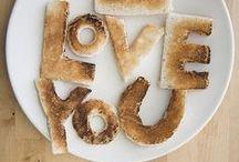 > vrolijk op je bord < / Schattige dieren van brood, soep met polkadots en cake op een verrassende manier aangesneden. Het is maar net hoe je het serveert en presenteert. Laat je inspireren en verras je kind, moeder of je visite.