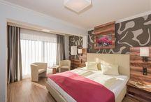 """Zimmer & Suiten """"Klein & Fein"""" / Es ist uns sehr wichtig, dass sich unsere Gäste im Hotel Almrausch**** wohlfühlen - daher renovieren wir laufend unsere Zimmer, um eine angenehme Atmosphäre für unsere Gäste schaffen zu können."""