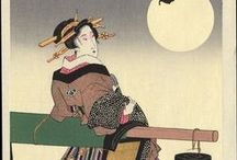 """Keisai Eisen (1790 - 1848) / La bellezza femminile nei ritratti di KEISAI EISEN -   Keisan Eisen, nato da una famiglia di samurai, coltivò varie passioni come la letteratura e il teatro kabuki, ma la sua vera vocazione fu l'arte. Ricevette i primi insegnamenti da un pittore della scuola Kano, e poi da Eizan, figura di spicco dell'Ukiyo-e. Fin dal 1810 divenne attivo illustratore di letteratura popolare, guadagnandosi ben presto la reputazione di grande pittore. Fu conosciuto in modo particolare per i ritratti di Bellezze Femminili e per i suoi surimono (letteralmente = """"carta stampata"""". Erano commissionate da privati per occasioni speciali, come l'avvento di un nuovo anno). Disegnò anche raffinate serie di stampe erotiche, una delle quali, molto apprezzata fu Koi no michikusa (L'erba sulla via dell'amore), in cui l'eleganza del disegno e la vivacità della colorazione, concorrono a creare scene erotiche di grande fascino. Nel 1830 si dedicò alle stampe di paesaggio e collaborò con Hiroshige alla celebre serie delle Sessantanove vedute del Kisokaido (Kisokaido rokujuku no uchi)."""