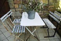 """Charming small tables / juste comme ça, dans leur """"jus"""""""