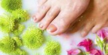 Fußbad Rezepte / Anleitungen und Rezepte für die Zubereitung eines Fußbades –denn diese Wellness-Behandlung kann jeder auch schnell selbst zuhause kreieren.