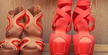 """Schuhe, die du lieben wirst / Hier findet Ihr alles rund ums wunderbare Thema """"Schuhe"""" –von High Heels bis hin zu Einlegesohlen. Wir beantworten die wichtigen Fragen: Wie finde ich die passenden Schuhe? Welche Highheels sind bequem? Welcher Absatz ist der Richtige für mich? Worauf muss ich beim Kauf von Winterschuhen achten? Wie imprägniere ich Schuhe richtig? Was muss ich beim Kauf von Kinderschuhen beachten? Wie finde ich die richtigen Laufschuhe?"""