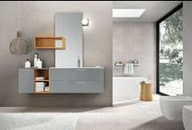 Edoné Design KYROS / Collezione Design per un bagno moderno dal taglio geometrico e deciso, con finiture originali, Kyros propone una serie di soluzioni modulari e componibili realizzate in rovere dark e pearl, disponibili anche in laccato, segato e ru fresco.