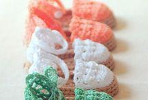 Creative Crochet / Ogni desiderio diventa reale!!!  Tutto fatto a mano con materiali di altissima qualità.  Creative Crochet realizza su richiesta, vestiti, pagliaccetti, cappelli, borse, giochini, scarpe, bambole, ricordini nascita, bomboniere matrimoni, centritavola, copertine, cornici, portachiavi ....