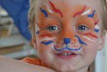 Koningsdag / Koningsdag schmink ontwerpen met rood wit blauw en oranje kleuren de straten op 27 april in onze nationale kleuren. Natuurlijk ook te gebruiken tijdens een EK of WK als het Nederlands elftal speelt.  Kijk voor alle materialen op onze website: http://www.starmagic.nl/koningsdag-schmink