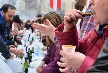Calçotada Tarragona / De traditionele uienbarbecue wordt in Tarragona calçotada genoemd, de sliertui calçot. Deze Catalaanse wintertraditie is ontstaan in Valls en een eetfeestje dat je niet wilt missen.
