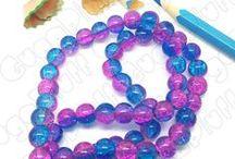 Perle in vetro / Carrellata di immagini che descrivono il vasto assortimento di perle (vetro, cristalli, resina e acrilico) disponibili sul sito www.gugapluff.it