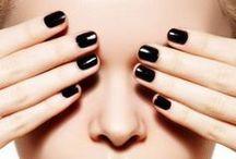 Nails / Unghie a mandorla, bordeaux, rossi, effetto nude, total black e metallizzati a fior di unghie...