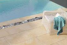 Collection premium In'Stone / In'Stone est une gamme compacte de dalles et accessoires permettant la réalisation de 3 ambiances de jardin. Ses aspects de surfaces naturels combinés aux grands formats lui confèrent un esprit Nouvel Authentique.