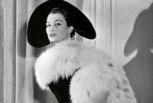 Jeanne Loves Vintage Styles / by Jeanne Lange