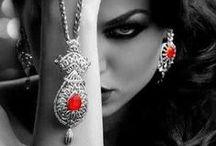 Touch of color-red / splash pictures v červeném.