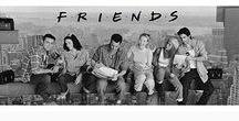 Friends Merchandise / De leukste items uit de tv-serie Friends vind je op dit bord! Leuke mokken van keramiek, sleutelhangers, onderzetters en meer. Bekijk al onze producten van Friends op Merchandisehouse.nl!