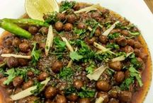 Pindi Chana masala recipe / Amritsari style Pindi Chana masala recipe is just awesome with amritsari kulcha or bhatura. Normally Kabuli chana (white chick pea) is used in this recipe however I have used kala chana(black chick pea) in this Pindi Chana masala recipe. The amazing mouth watering aroma is because of generous use of powered Indian spices, anardana (dried Pomegranate seeds) and desi ghee (clarified butter).