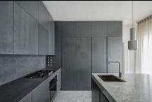 Cuisines design / Lignes Intérieures vous fait découvrir ici, sa conception de la cuisine moderne. Des lignes pures, des matériaux nobles, un espace ouvert..une possibilité de création infinie.