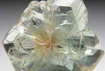 Minerały, kryształy / by Joanna Biernat