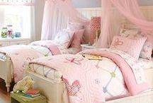 Girls' Rooms / Girls' Bedroom Decorating Ideas Girls Rooms Girls Bedrooms #girlsroom #girlsroomdecor #interiordesign