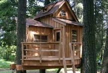 Baumhäuser / Wir lieben die Natur und vor allem den Rohstoff Holz.  Holz und Natur, da kommen uns Baumhäuser sehr gelegen. Wir lieben die kleinen Häuser in luftiger Höhe. Hier haben wir mal die schönsten rausgesucht.