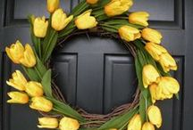 Wreath Tutorials / Sharing the best wreath tutorials for every season. Learn all about how to make wreaths here. Handmade wreaths inspiration including burlap wreaths, sunflower wreath, deco-mesh wreath, flower wreaths and lots more! Don't forget to visit my blog www.grillo-designs and search 'wreaths' for even more awesome wreath step by step tutorials   #wreaths #sunflowerwreath #snowmanwreath #diywreath #howtomakeawreath
