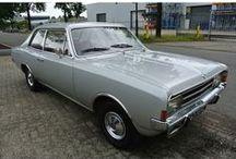 VERKOCHT - Opel Rekord 1900N / Opel Rekord 1900N - 2 drs Aantal cilinders:4 Bouwjaar:maart 1971 Kleur:Grijsmetalic (zilver metallic) Brandstof:Benzine Versnellingsbak:Handgeschakeld, 4 versnellingen Km. stand:114.000 km Cilinderinhoud:1.900 cc Gewicht (leeg):1.008 kg BTW/Marge:Marge Prijs: € 7.500