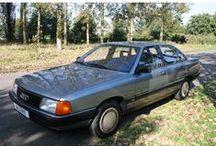 Audi 100 CC 2.0 5-cil. / Audi 100 CC 2.0 - 5 Cil. Belastingvrij Inrichting:Sedan (4 drs) Vermogen motor:115 PK Aantal cilinders:5 Bouwjaar: oktober 1986 Kleur:Lichtblauw metalic (LY 5V) metallic Bekleding: (Donker blauw) Brandstof:Benzine Versnellingsbak:Handgeschakeld, 5 versnellingen Km. stand:142.000 km Cilinderinhoud:1.994 cc Gewicht (leeg):1.200 kg Max. trekgewicht:1.300 kg Gemiddeld verbruik:7,8 l/100km BTW/Marge: Marge Prijs: € 4.750 Kosten rijklaar maken:€ 550