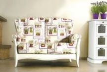 Shabby Chic / Elegante trasandato: ricco di bianco, colori pastello e finiture anticate, lo stile Shabby Chic è una forma di design di interni che ben presto si è trasformata in uno stile di vita.   Sceglilo per la tua villa in campagna, in un trullo o perfetto in un casale, dove i muri sono colorati di chiaro e il verde della natura si intravede dalle finistre.  http://deconlinestore.com/it/shabby-chic.html