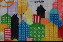 """ESPACIOS EXPOSITIVOS CERRADOS / # Plataformas de difusión. Vinculado al MUAU. En ocasiones el arte urbano consigue entrara  formar parte del circuito expositivo tradicional y pasa de la calle a los museos. Este es un ejemplo de cómo, a pesar de estar (de entrada) reñido con la esencia misma del arte urbano (transgresor y, como su nombre indica, destinado a """"la calle""""), el paso de las paredes de los edificios a las paredes de los museos puede reforzar esta disciplina."""