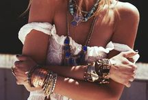 Jewellery & Accessories / by Rita Camargo