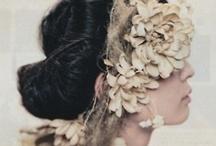 Des Fleurs dans les cheveux...