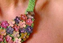 Las joyitas de md / En este tablero podrán encontrar una selección de joyería contemporánea realizada con la técnica de croché.  Más aquí: http://lasjoyitasdemd.blogspot.com.es/