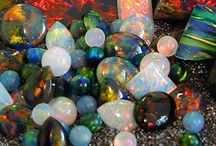 Geology / Geology: Amazing and beautiful gems, crystals fossils and rocks from the multitude of Earth's layers