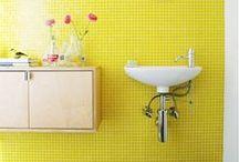 BANYS AMB UN TOC DE COLOR / Amb el color pots donar molta personalitat al teu bany. A partir d'un fons amb colors neutres, es pot donar alegria i vitalitat a l'espai amb alguns punts de color. Si utilitzes colors vius i brillants, aconseguiràs un estil divertit i amb caràcter.