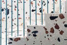 TORNA EL TERRATZO / Tot torna, i ara ho fa el terratzo. Aquell material de construcció format per còdols de pedra conglomerats amb ciment, que tots hem vist al terra d'alguna casa. Ara, podem trobar aquest material en banys i cuines, al terra i a les parets, però també com a estampat per a peces de roba, material de papereria, sabates, elements decoratius,...