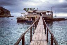 Restaurantes en la playa / Recopilación de restaurantes que se encuentran a pie de playa o junto al mar.