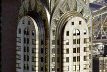 Art Deco / 1920 - 1939 - Rette linjer og geometriske former. Mønstre med inspiration fra forskellige kulturer som f.eks. indisk.