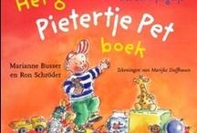 Het grote Pietertje Pet boek / Verhaaltjes over doodgewone dingen, die elk kind kent en meemaakt. Over jarig zijn, opruimen, buiten spelen, mama 'helpen', de kinderboerderij, logeren, knuffels, tanden poetsen, naar bed gaan, en ga zo maar door. Op de grote platen in dit boek kan bovendien naar hartelust van alles gezocht en geteld worden. Een boek waar peuters en kleuters veel plezier aan zullen beleven!