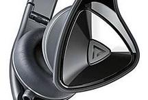 Headphones / LEGALO ist der Online-Shop für Software, Hardware und Entertainment Produkte mit stark rabattierten Sonderpreisen für Schüler und Studenten. Da dürfen die stylischen Kopfhörer der führenden Marken nicht fehlen. Eine der wohl stärksten Marken ist aktuell Monster mit den verschiedensten Designs. Angefangen mit den legendären Beats by Dr. Dre über die Zusammenarbeit mit der Jeans-Marke Diesel, bis hin zur mega stylischen DNA Linie. Alle Modelle verfügen selbstverständlich über hochwertigsten Klang.