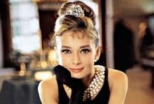 Audrey Hepburn / Hoy se cumple el vigésimo aniversario de la pérdida de la gran actriz Audrey Hepburn y sin duda, hacemos un homenaje a la artista, icono de la gran pantalla que tantos buenos momentos nos ha hecho pasar. ¡Siempre estará presente con sus películas!
