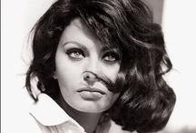 Sophia Loren / Despampanante aún en su vejez, Sophia es una de esas imponentes bellezas italianas que aunaban picardía, descaro, fuerza y sensualidad en cada personaje. Su cuerpo, exuberante, rotundo y carnal, desataba pasiones entre el público masculino, aunque ella fue siempre fiel al único hombre de su vida, Carlo Ponti.