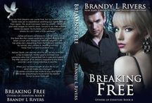 Breaking Free / Devlin, a dreamwalker is about to meet his fate, but he would run to keep her safe. Can Jamie convince her mate to stay?