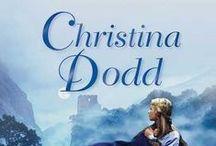 Biblioteca Christina Dodd / Christina Dodd siempre fue una gran lectora, y poco a poco fue descubriendo que el género romántico era su preferido. Cuando tuvo a su primera hija, decidió dedicarse por completo a la escritura. Sus libros han sido traducidos a numerosos idiomas.