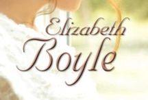 Biblioteca Elizabeth Boyle / Elizabeth Boyle pasó de amar las novelas románticas a escribirlas ella misma. Desde su primer libro publicado, en 1996, su obra ha aparecido en las listas de libros más vendidos de su país y ha ganado un premio RITA y el Premio a la Mejor Novela de la prestigiosa publicación Romantic Times. En la actualidad vive en Seattle con su marido y sus dos hijos.