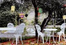 Outdoor / Sichern Sie sich exklusiv designte Möbelstücke, um die schönsten Tage des Jahres im Freien zu genießen. Wir freuen uns, Ihnen in unserem umfassenden Angebot, stets die neuesten Trends und Bestseller anbieten zu dürfen. Sorgen Sie dafür, dass Ihr Garten neben einem gepflegten Eindruck auch ein einladendes Ambiente versprüht und zum Entspannen und Abschalten ruft.