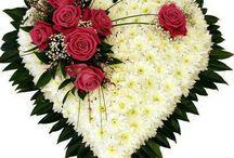 Kiste og blomsterdekorasjoner