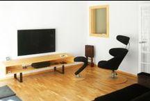 Casa Estudio PJ | 08023 Arquitectos - Barcelona / Reforma e interiorismo de un piso en Barcelona. A partir de un deteriorado inmueble el equipo de arquitectos modificó completamente la distribución de la vivienda y diseñó todo el nuevo mobiliario tomando la madera como material principal / by 08023 Architects