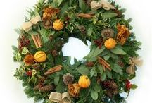 Fresh Christmas wreaths by Rose&Mary / Hand-made Christmas wreaths with seasonal foliage, dried fruit and flowers, berries and cones with maple leaf roses. Or add some baubles and bows to make it extra festive