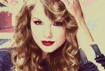 Taylor Swift / Narodila se 13. prosince 1989. Je americká zpěvačka, textařka a skladatelka. Vyrůstala ve Wyomissing v Pensylvánii a ve čtrnácti se přestěhovala do Nashville v Tennessee, kde začala svou hudební kariéru jako country popová zpěvačka.